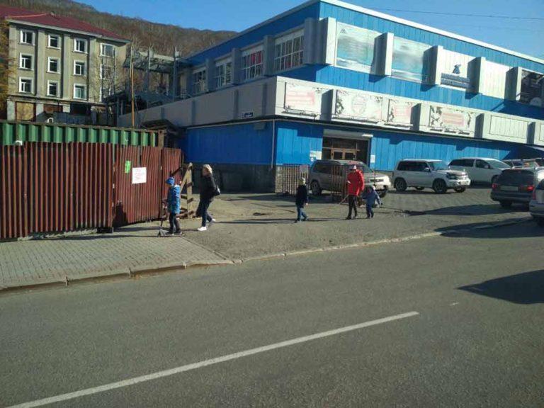 В центре Петропавловска-Камчатского грузовик сбил человека