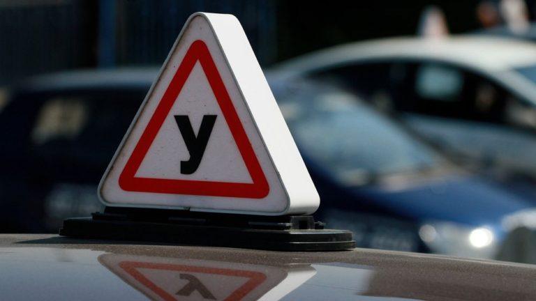 Сдать экзамен на водительские права россиянам станет сложнее