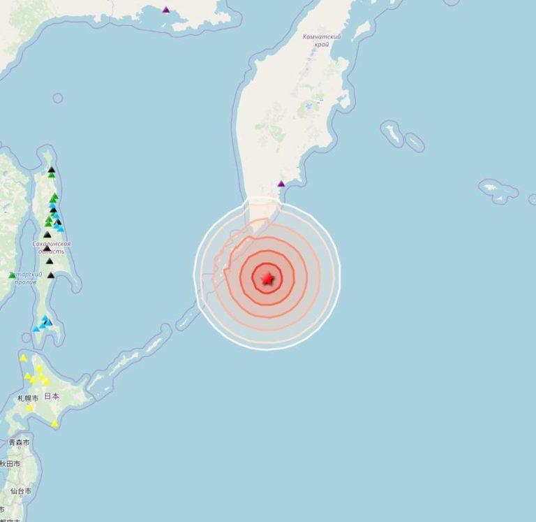 Землетрясение магнитудой 7,8 произошло у Курильских островов и Камчатки