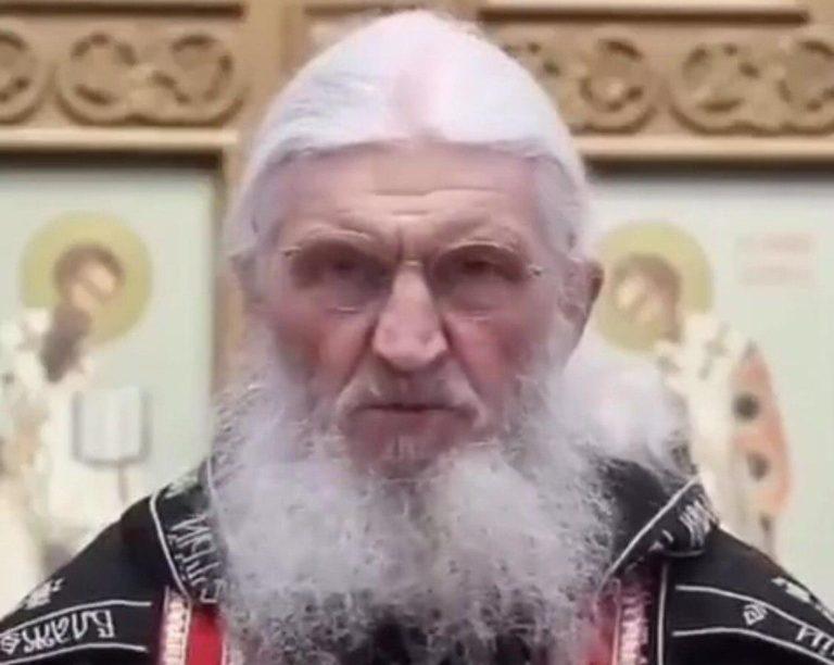 Уральского священника, не верящего в пандемию COVID-19, лишили права проповедовать
