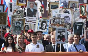 """Президент России Владимир Путин на акции памяти """"Бессмертный полк"""" на Красной площади. Архивное фото."""