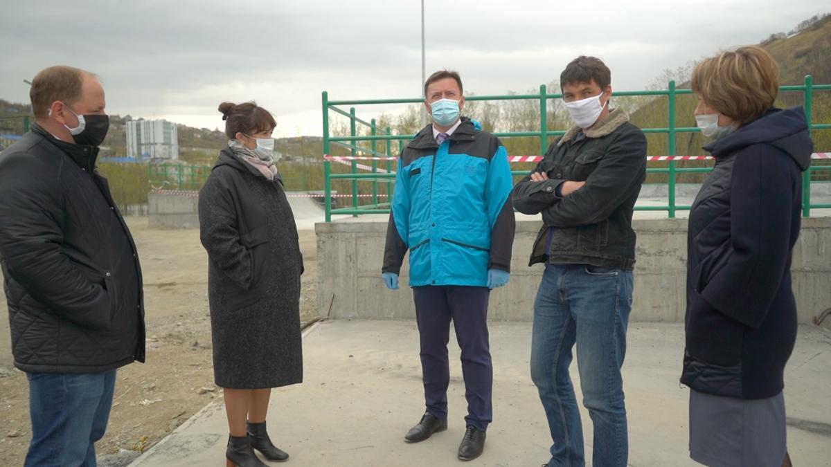 Константин Брызгин проверил степень готовности нового городского скейт-парка