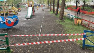 Детские сады, площадки дворов и парков закрыты для посещения