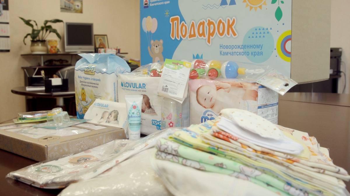 Семьи начнут получать подарки для новорожденных
