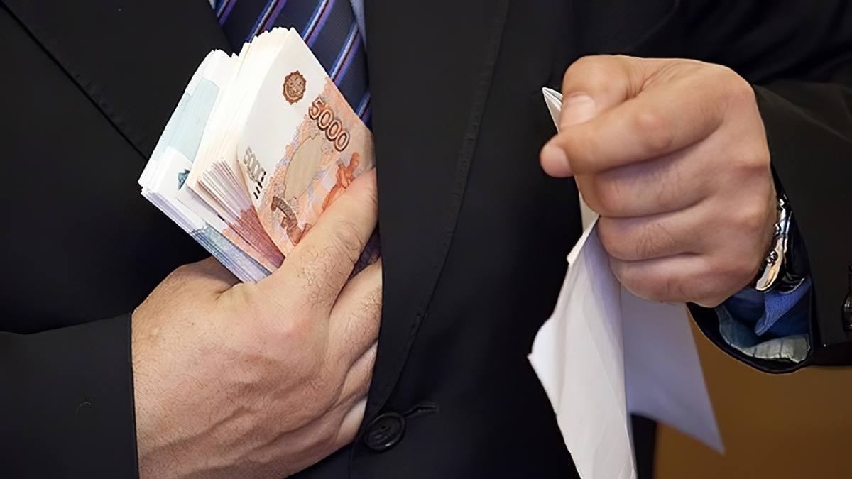 Брат бывшего мэра Петропавловска обманул его, забрав половину взятки