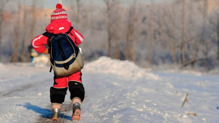 Камчатские школьники вышли на учебу после зимних каникул
